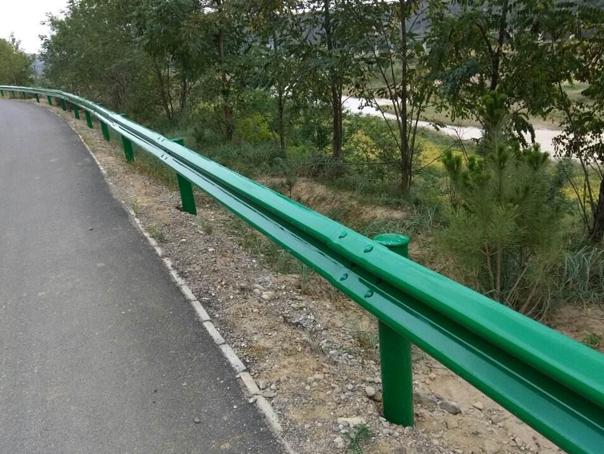 云南喷塑波形护栏施工