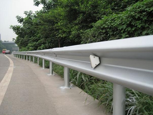 波形护栏安装