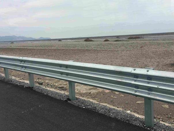 三波防撞护栏安装